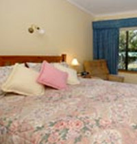 Large holiday house accommodation in central Beechworth